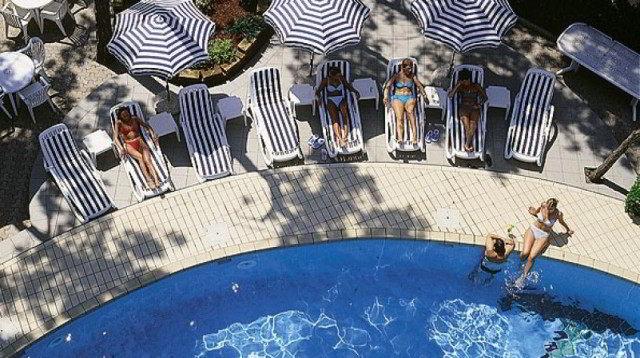 Alberghi vendita agenzia immobiliare specializzata nella - Hotel bibione con piscina ...